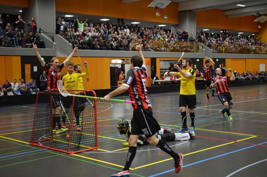Ad Astra bejubelt den Einzug in die Aufstiegsspiele zur NLA (Foto: Simon Abächerli)