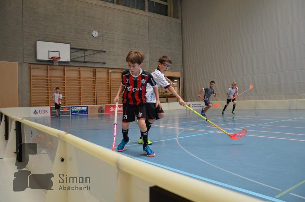 Unihockey steht selbstverständlich im Zentrum der Lager-Aktivitäten (Foto: Simon Abächerli)