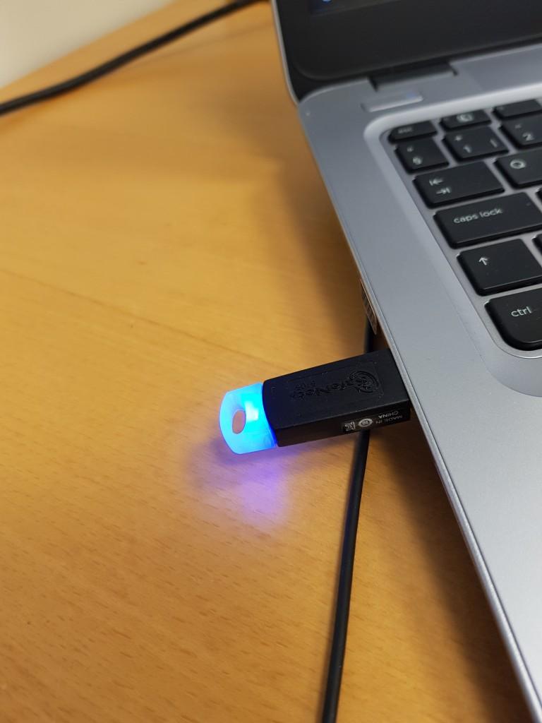 Blau leuchtender Memory-Stick