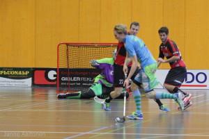 Tatu Eronen im Trikot von Floorball Thurgau im Einsatz gegen seine neuen Teamkollegen (Foto: Simon Abächerli)