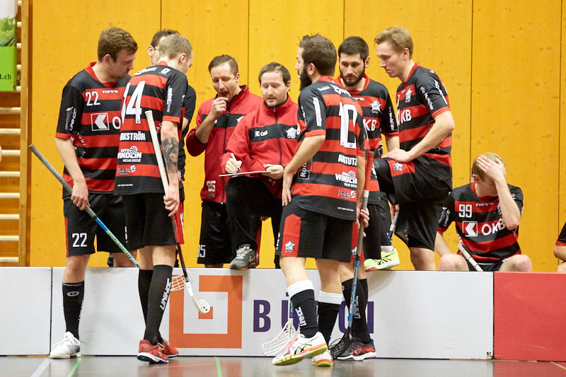 Michal Rybka gibt seinem Team Anweisungen (Foto: Michael Peter)
