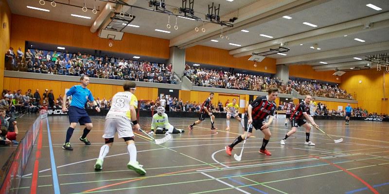 Rekordkulisse in der Sarner Dreifachhalle: 980 Zuschauer waren live vor Ort! (Foto: Michael Peter)