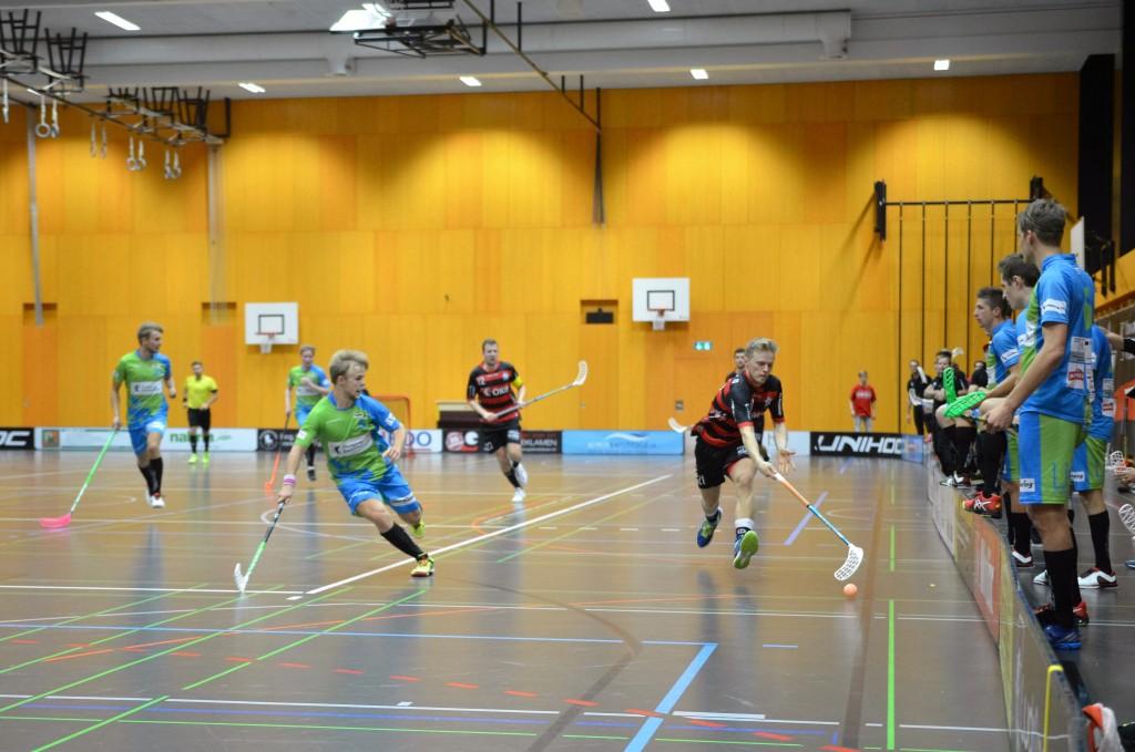 Björn von Rotz im Einsatz für Ad Astra gegen Floorball Thurgau (Foto: Simon Abächerli)
