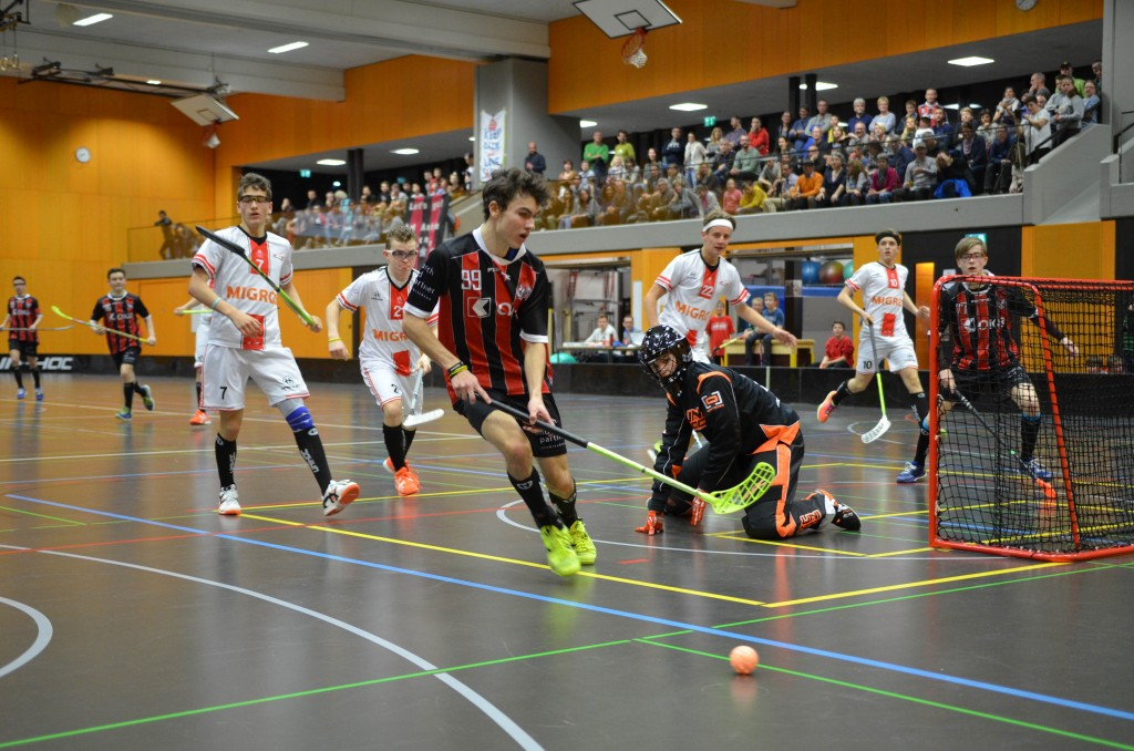 Noah Boschung im Einsatz mit den U16-Junioren gegen Chur Unihockey (Foto: Simon Abächerli)