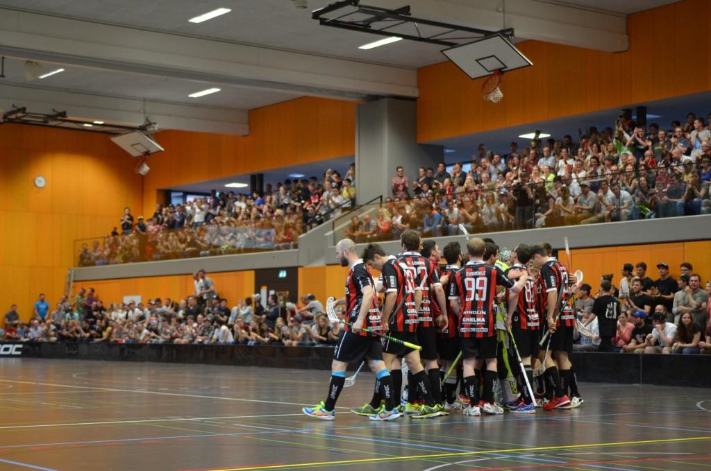 Rekordkulisse in der Sarner Dreifachhalle: Über 1000 Zuschauer waren vor Ort! (Foto: Simon Abächerli)