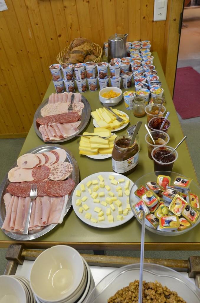 Das Frühstücksbuffet - Energie für einen langen Tag (Foto: Simon Abächerli)