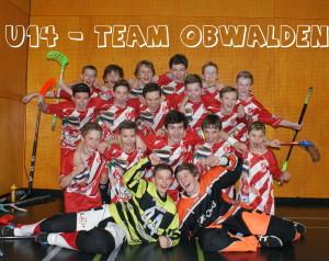 Das Team Obwalden U14 bejubelt den Gruppensieg
