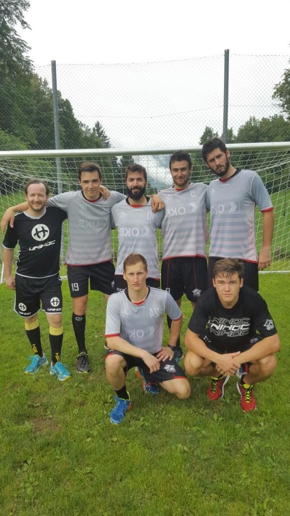 """Team weiss: Kouba Rybka, MF Jones von Wyl, Graziano """"Gräzu"""" Amstutz, Valerio Griezmann, Rogo Perztold, H.P. Höltschi, Horny von Wyl (von oben links nach unten rechts)"""