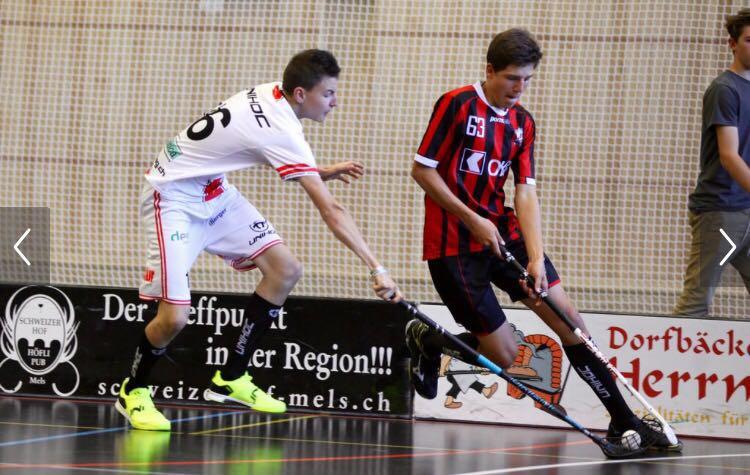 Im Einsatz gegen die Altersgenossen von Chur Unihockey (Foto: Chur Unihockey)