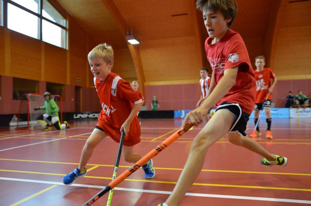 Die Hauptbeschäftigung: Unihockey (Foto: Simon Abächerli)