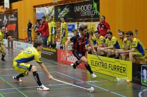 Markus Abegg deckt den Ball ab im Heimspiel gegen Schüpbach (Foto: Simon Abächerli)