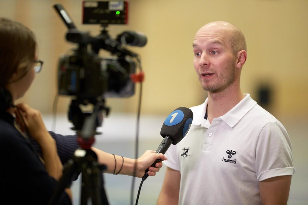 Otto Moilanen beim Interview mit dem Lokalfernsehen Tele 1 (Foto: Michael Peter)