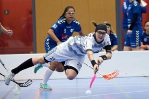 Captain Andrina Kiser im Kampf um den Ball am 18. November 2017 in der Sporthalle Schönenbühl in Unterägeri  Bild: Michael Peter