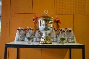 Der begehrte Pokal für s'Beschte Zwei