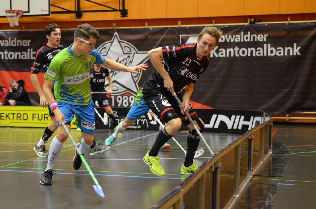 Tatu Eronen (rechts) im Zweikampf mit Thurgaus Simon Beerli (Foto: Simon Abächerli)