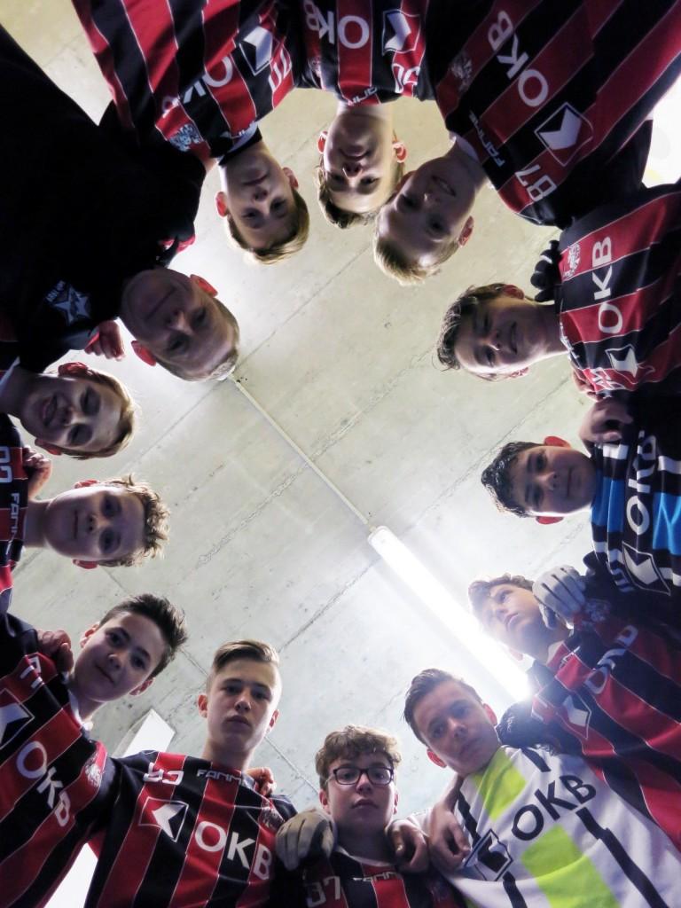 Die U16-Junioren schwören sich aufs Spiel ein